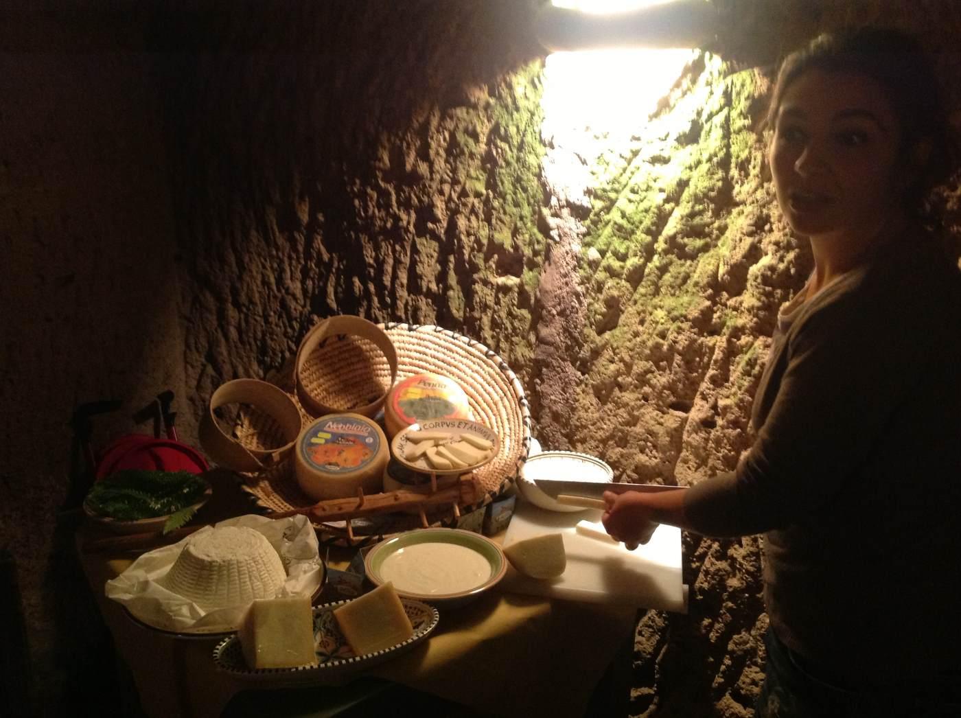 Eleonora del caseificio i renai, presenta i propri formaggi
